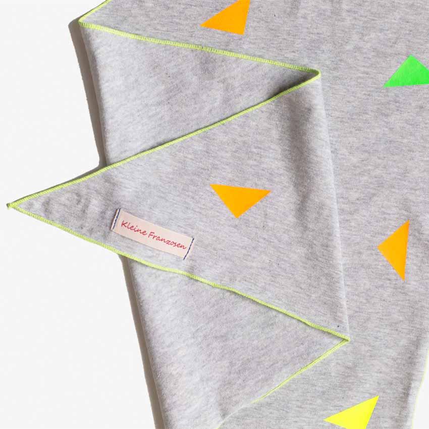 Kinder Halstuch hellgrau aus Baumwolljersey mit Dreiecken in neon-Farben