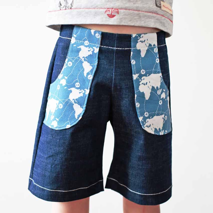 Jeans Short blau mit aufgesetzten Fronttaschen in hellblau-weiß