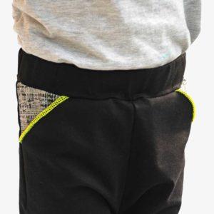 Detailansicht Tasche von Kinder Jogger schwarz mit Neonnaht