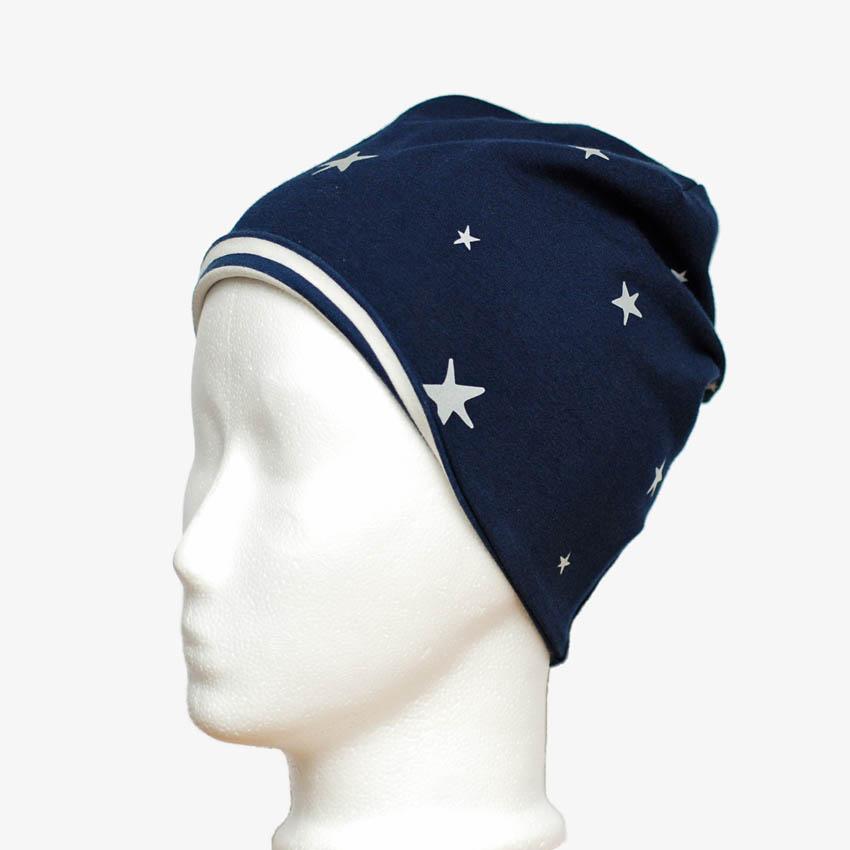 Kindermütze, Beanie in dunkelblau mit reflektierenden Sternen und hochgeklaptem Innenfutter, blau-weiß-gestreift