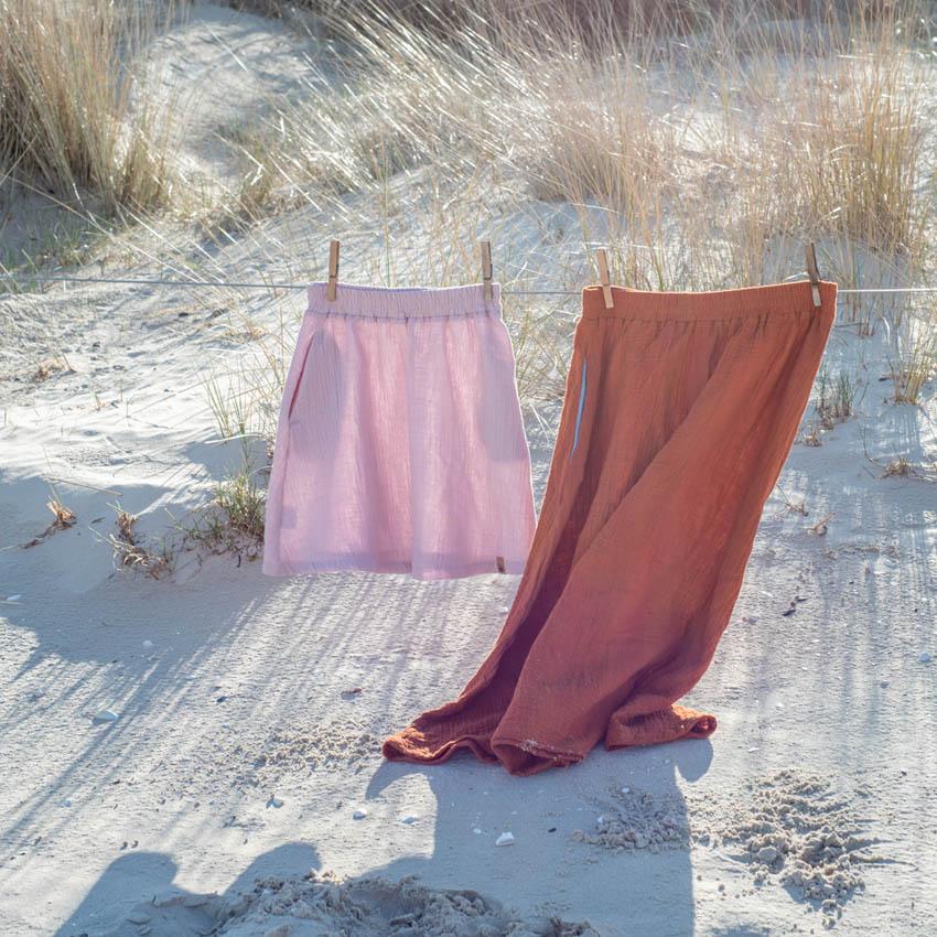 Kinder und Frauen Musselinrock in rosa und rost mit Eingrifftaschen