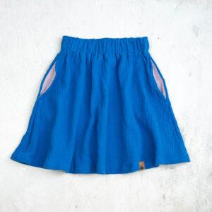 Knielanger Musselinrock für Kinder in royalblau (azur) mit roséfarbenen Eingrifftaschen